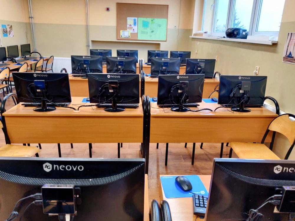 Stanowiska terminalowe - pracownia komputerowa w Szkole Podstawowej w Czempiniu