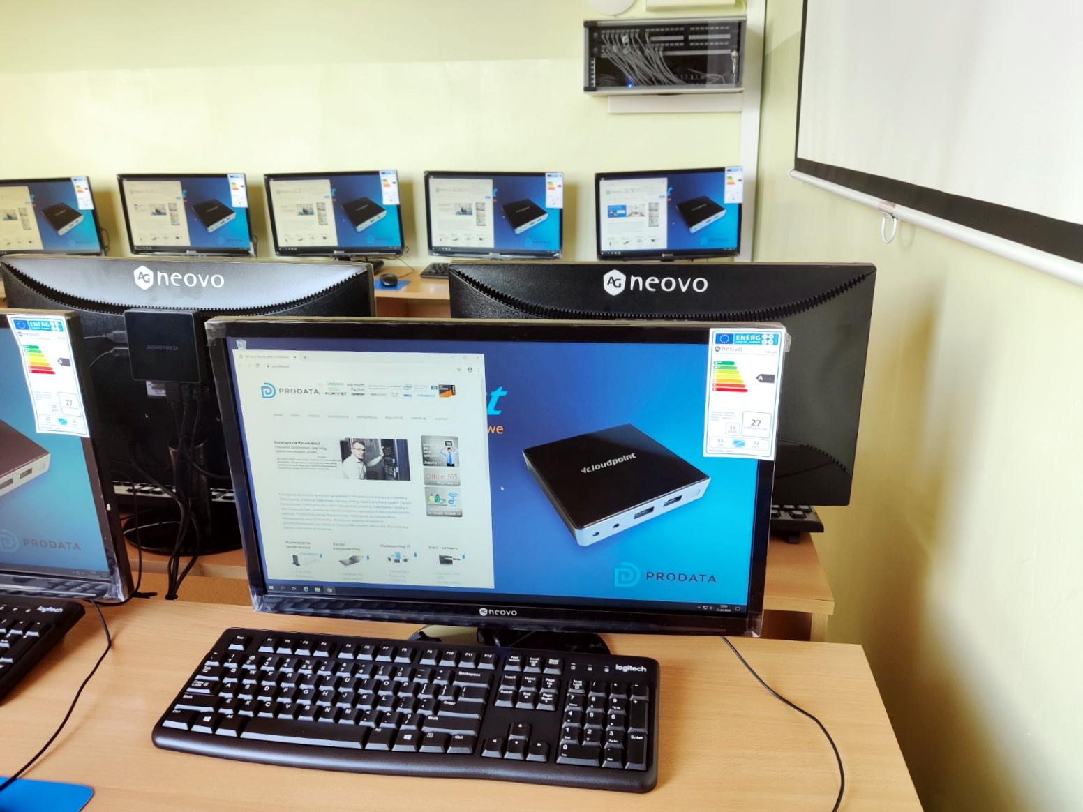 Pracownia komputerowa - terminalowe stanowiska vCloudPoint w Szkole Podstawowej w Głuchowie