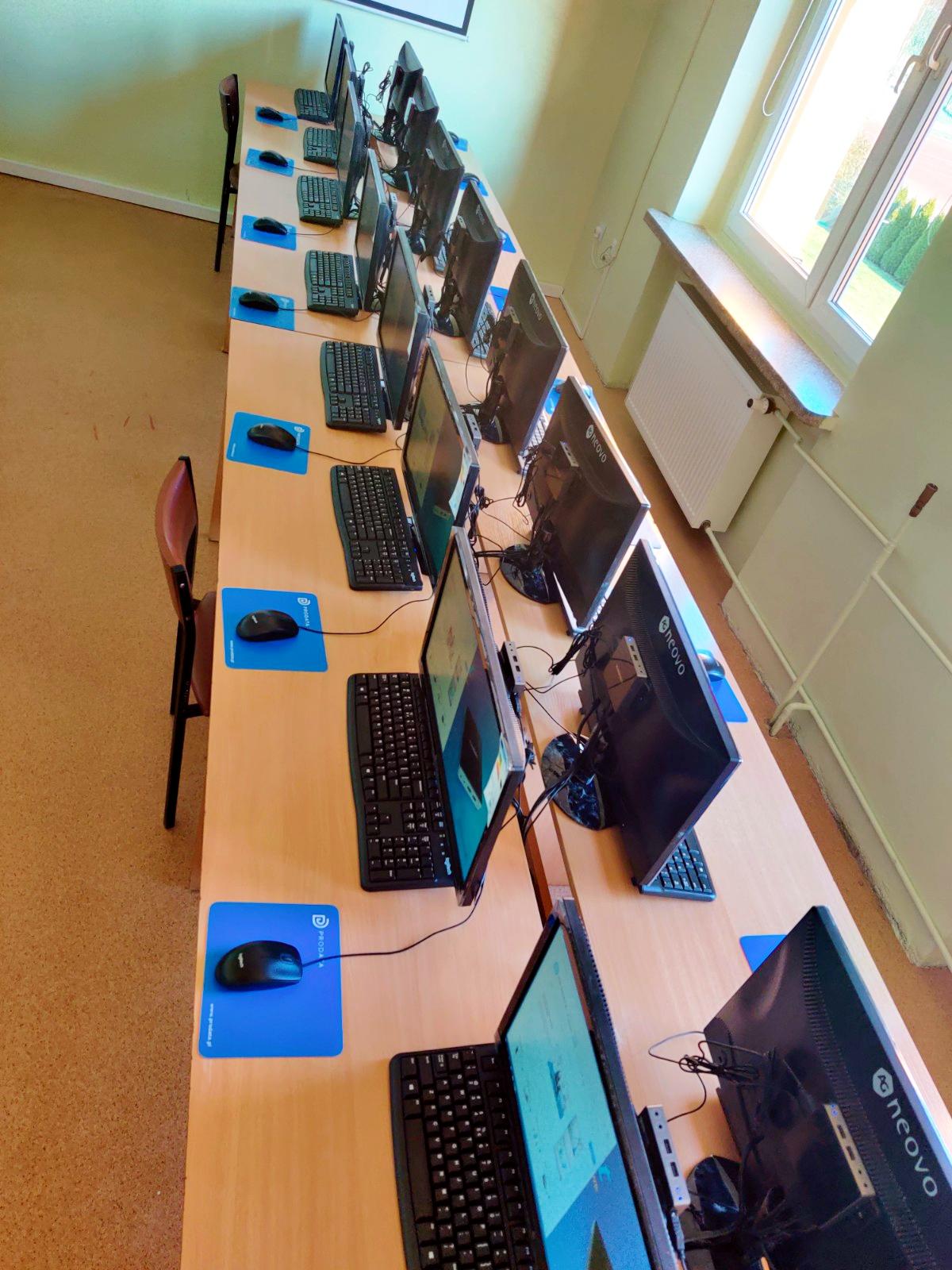 Pracownia komputerowa w Głuchowie - terminale komputerowe vCloudPoint V1