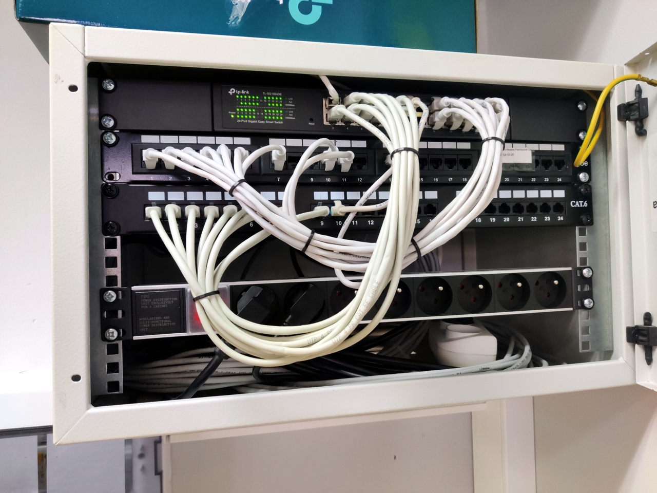 Sieci komputerowe - terminalowe środowisko pracy vCloudPoint