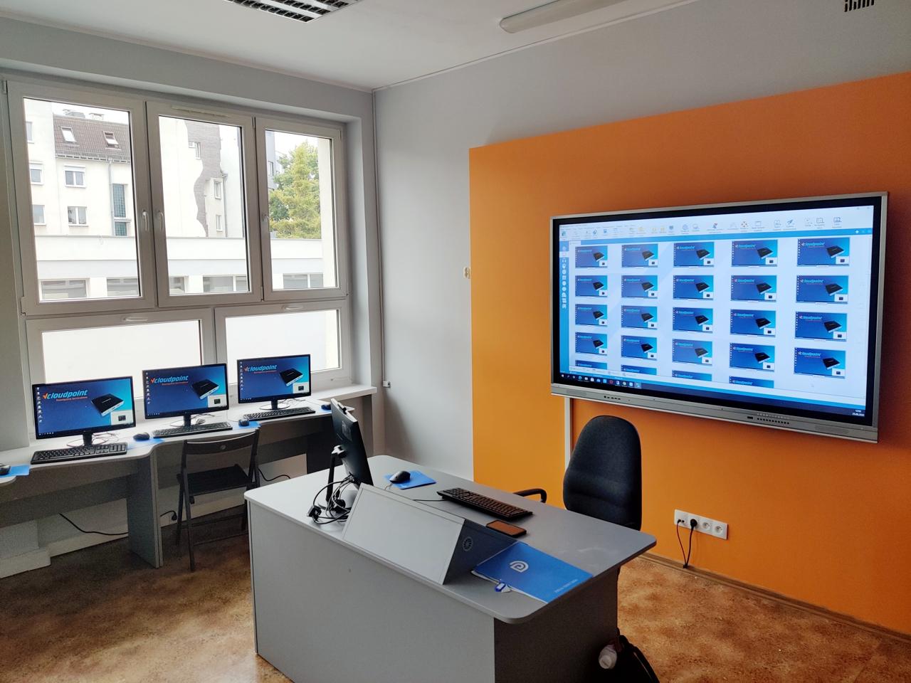 Komputerowa pracownia terminalowa w SP23 w Poznaniu