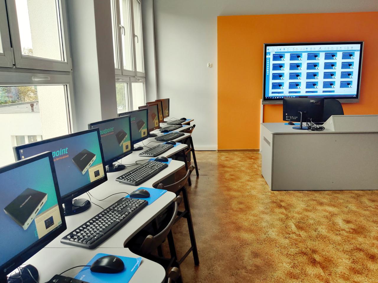 Komputerowa pracownia terminalowa w SP 23 Poznań