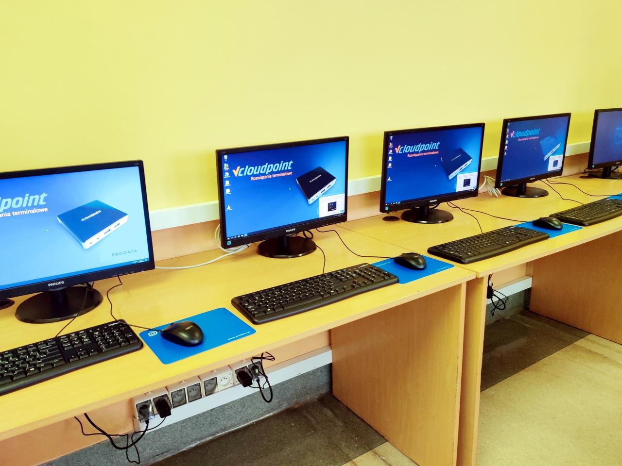 Pracownia komputerowa w Szkole Podstawowej w Taczanowie. Pracownia terminalowa vCloudPoint.