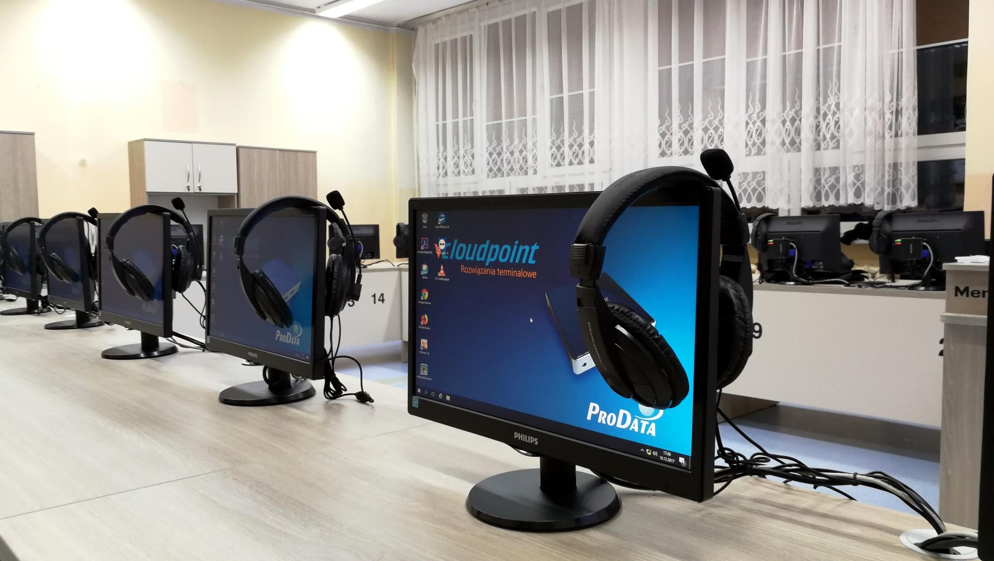 Komputery w sali informatycznej w szkole - terminale V1 vCloudPoint